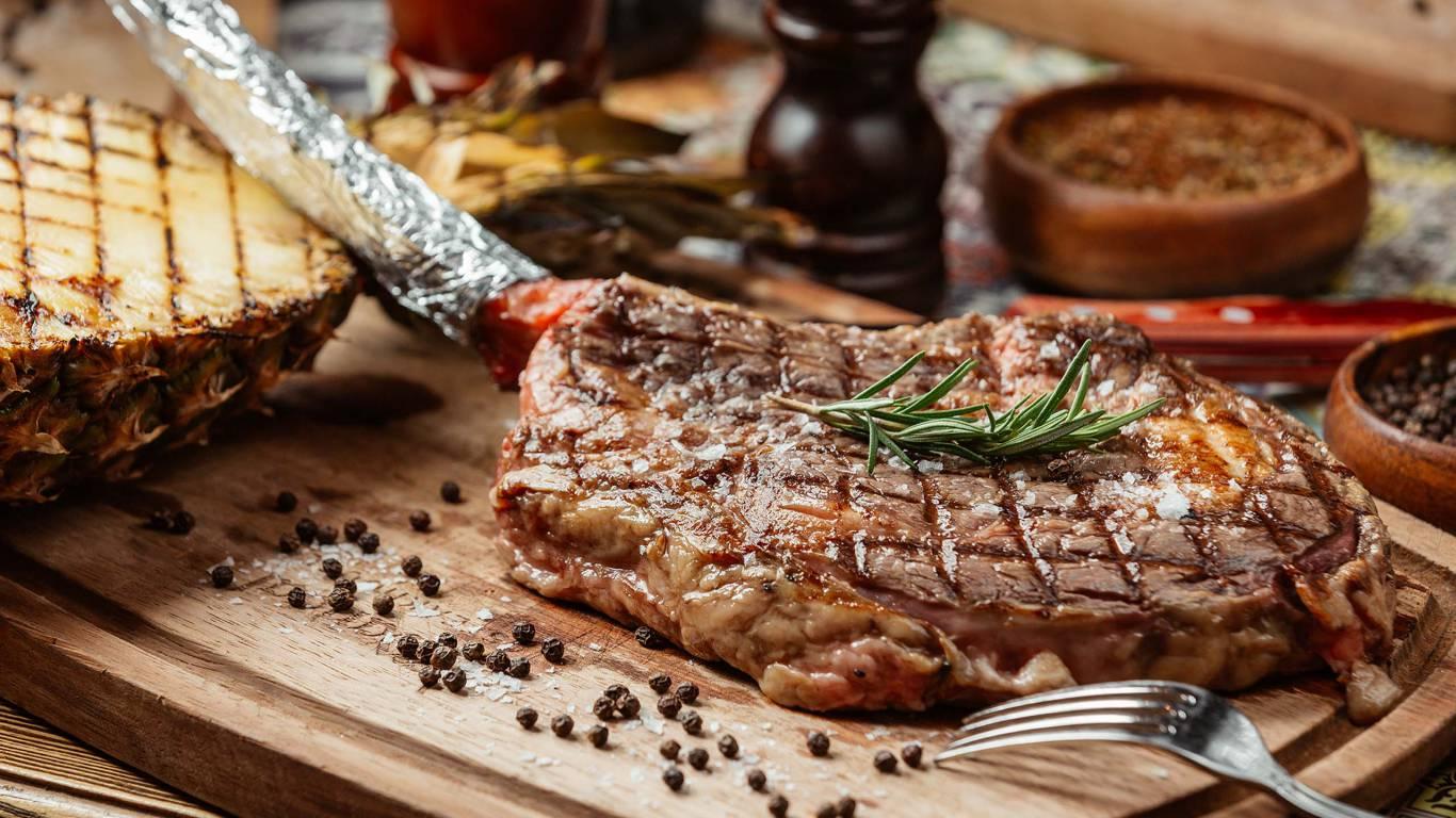 hotel-tarconte-tarquina-offerta-io-ceno-a-casa-piatto-carne-tomahawk